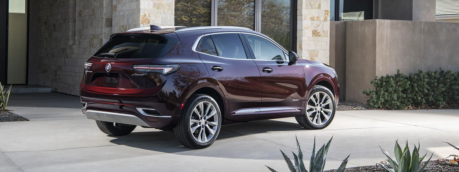 Lease or finance new 2022 Buick Envision in Weyburn SK