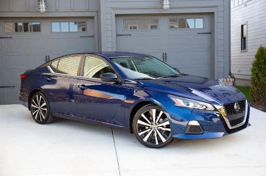 2021 Nissan Altima Color Blue in Driveway